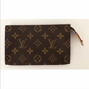 Louis Vuitton Bags - 💯Authentic Louis Vuitton Accessories Pouch Bag
